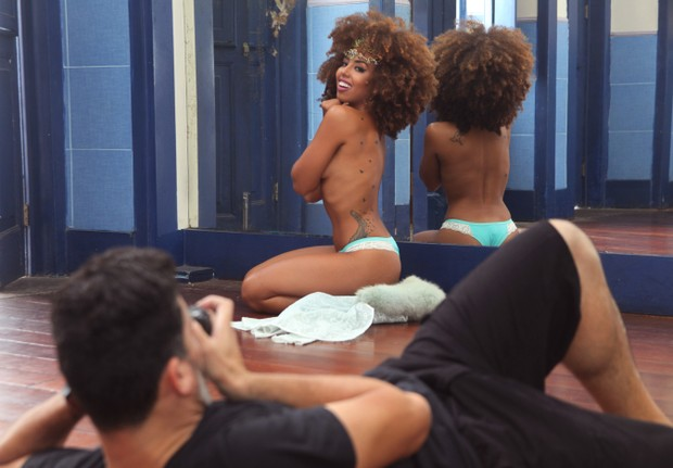 Gabriela Flor durante ensaio para o Paparazzo (Foto: Alexandre Campbell/EGO)