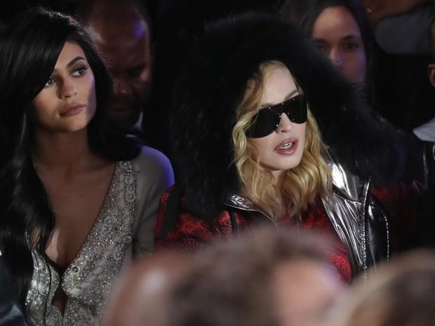 Kylie Jenner e Madonna em desfile (Foto: Antonio de Moraes Barros Filho/ Getty Images)