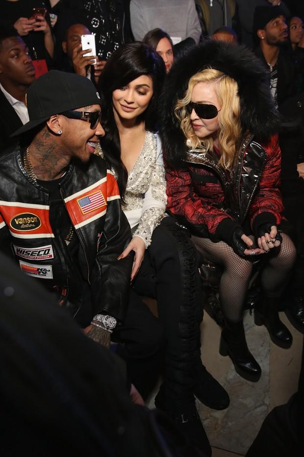 Tyga, Kylie Jenner e Madonna em desfile durante a semana de moda de Nova York, nos Estados Unidos (Foto: Monica Schipper/ Getty Images)