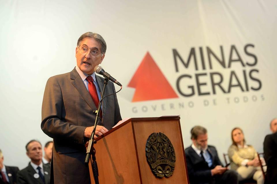 Fernando Pimentel, entregará 119 veículos para o transporte escolar de 103 municípios mineiros e Varginha está entre eles.