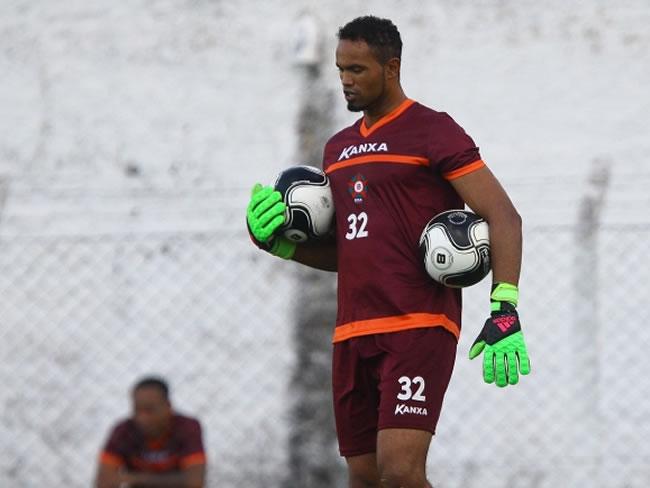 Goleiro Bruno Fernandes treina no Boa Esporte (Foto: Flávio Tavares/Hoje em Dia)