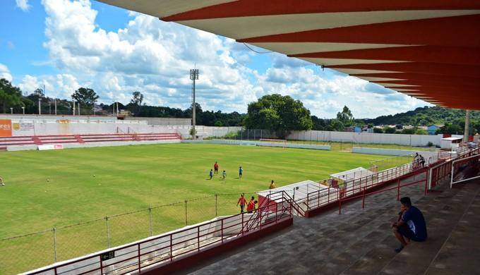 Estádio Elias Arbex pode ficar praticamente vazio em jogo do Tricordiano neste sábado (Foto: Lucas Soares)