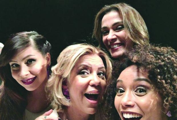 "Elenco. Pitty, Astrid Fontenelle, Mônica Martelli e Taís Araújo na nova temporada do ""Saia Justa"""