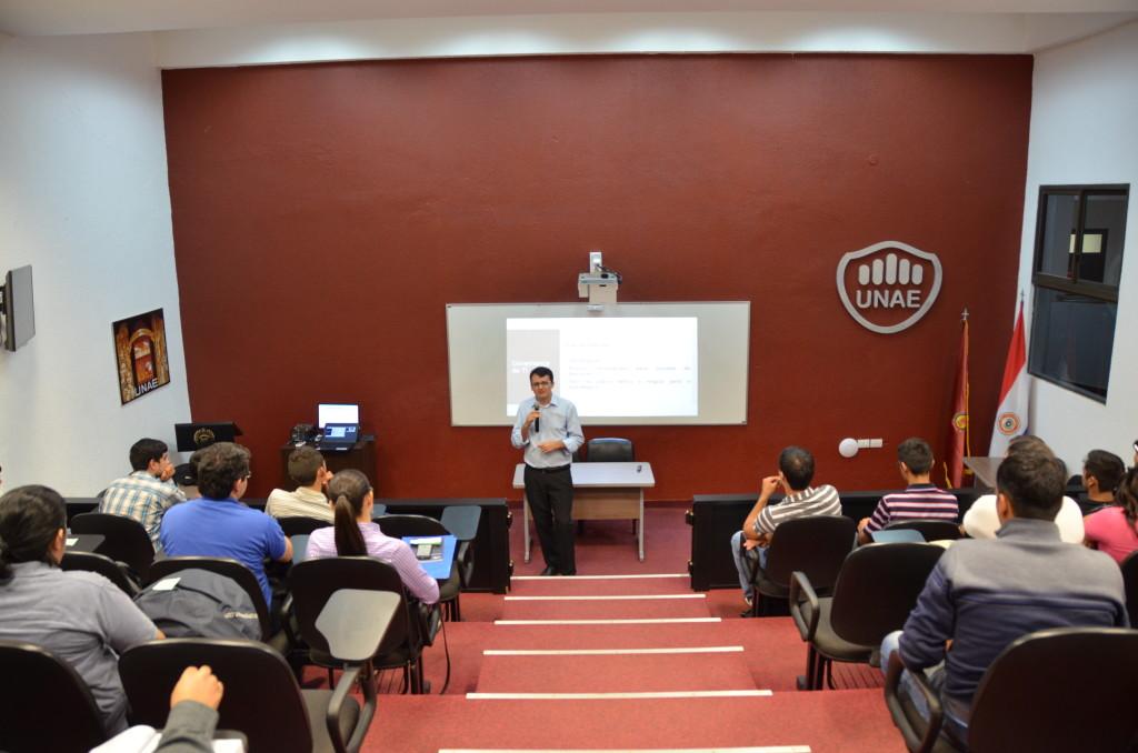 A visita possibilitou reuniões com os coordenadores de curso, professores de doutorado e o departamento de pesquisa.
