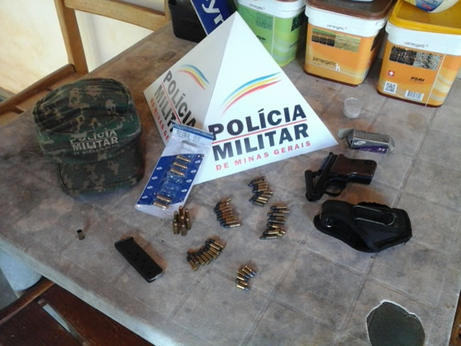 De acordo com a Polícia, a apreensão aconteceu após uma denúncia de caça e captura de pássaros silvestres.(Foto: Asscom)
