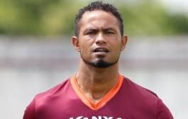 Um dia após decisão do STF, mandado de prisão não sai e goleiro Bruno segue em liberdade