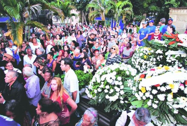 Adeus. Multidão acompanhou o velório e o enterro de Jerry Adriani ao longo do dia de ontem, no Rio