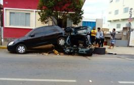 Homem perde controle de carro e atinge veículos na Major Venâncio