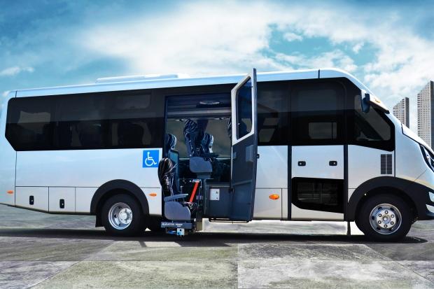 Micro-ônibus traz exclusiva poltrona elevável