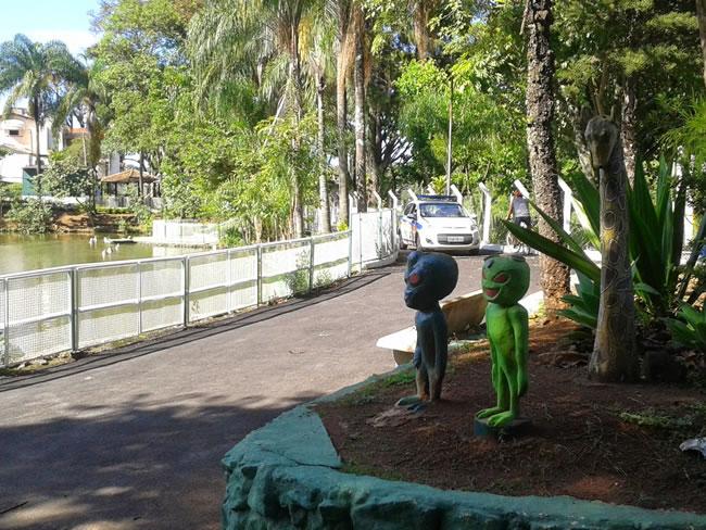 Tanto o Parque Novo Horizonte quanto o Centenário abrem diariamente das 7h às 17h, com exuberantes espaços arborizados e lagos, sendo opção para a prática de atividades físicas como caminhadas e também Academia de Rua. (Foto: Site Plantando Água)