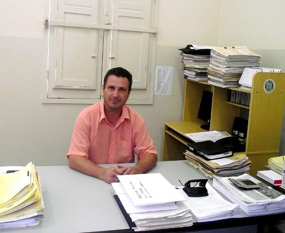 Prefeito de Elói Mendes tem mandato cassado, mas continua no cargo