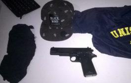 Presos em Varginha homens com arma falsa