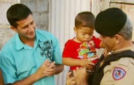 Com ajuda de policial por telefone, criança é salva após engasgar