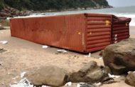 Ibama estabelece uma semana para empresa limpar costa de SP após queda de contêineres no mar