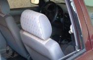Professora tem vidro de carro quebrado e objetos furtados em frente a escola