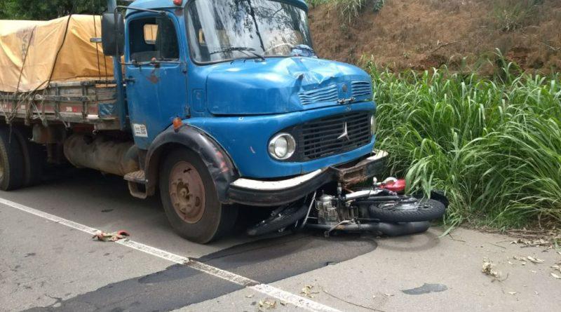 Motociclista morre após colidir com caminhão na Fernão Dias