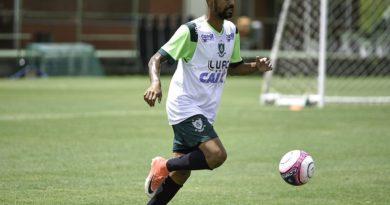 América-MG oficializa a contratação do lateral Aderlan e atacante Aylon é  apresentado no clube 0c5cc7df8ab06