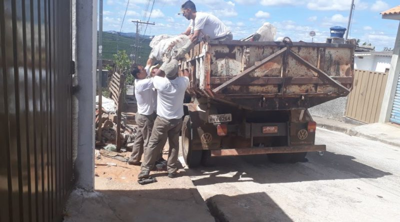 Mutirão do Mont Serrat recolhe 06 caminhões de materiais inservíveis