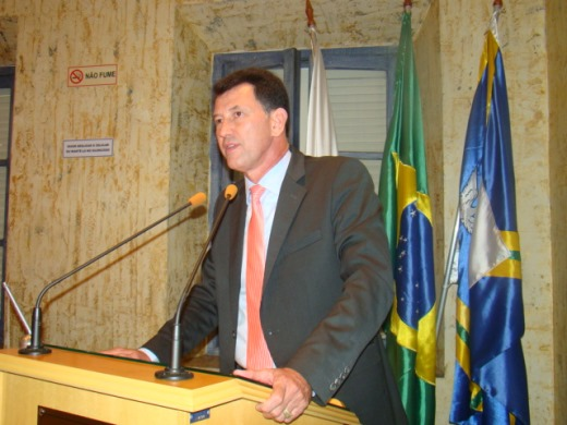 Pastor Fausto cobra construção de faixa elevada na Av. Murilo Paiva