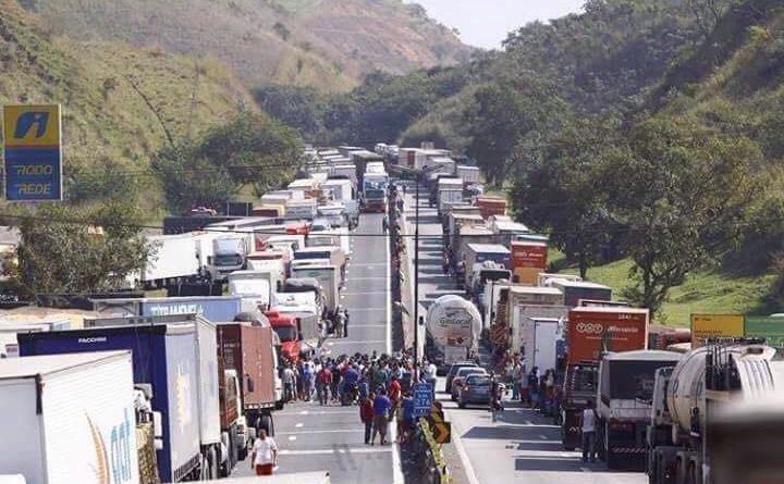 Greve dos caminhoneiros: Combustíveis, transporte coletivo e aulas são afetados em Varginha; Confira