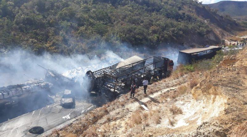Acidente envolvendo 11 veículos deixa 8 mortos na BR-251, em Francisco Sá