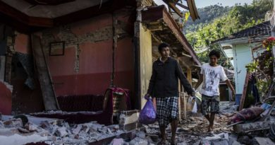 Terremoto na Indonésia deixa 70 mil desabrigados; mortos já são 130