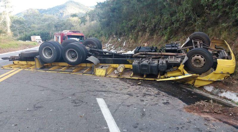 Pai e filho morrem em acidente na BR-267 em Bom Jardim de Minas