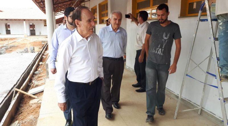Escola municipal no bairro Carvalhos está 80% concluída