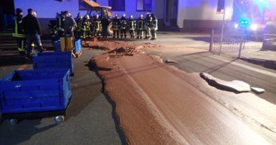 Rua fica coberta de chocolate após vazamento em fábrica na Alemanha