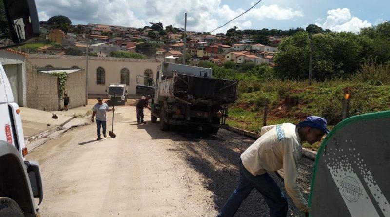Bairros Jardim Estrela, San Marino, Jardim Ribeiro e Nova Varginha recebem Operação Tapa Buracos