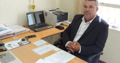Prefeitura restringe uso de celular no trabalho após pedido de vereador