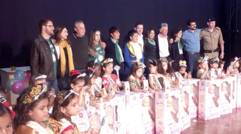 IV Desfile das Princesinhas do Café e IV Concurso de Produções Escolares lotam Teatro Mestrinho