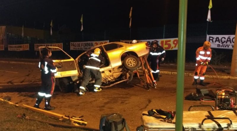 Corpo de bombeiros atende grave acidente na Av. Celina Ottoni