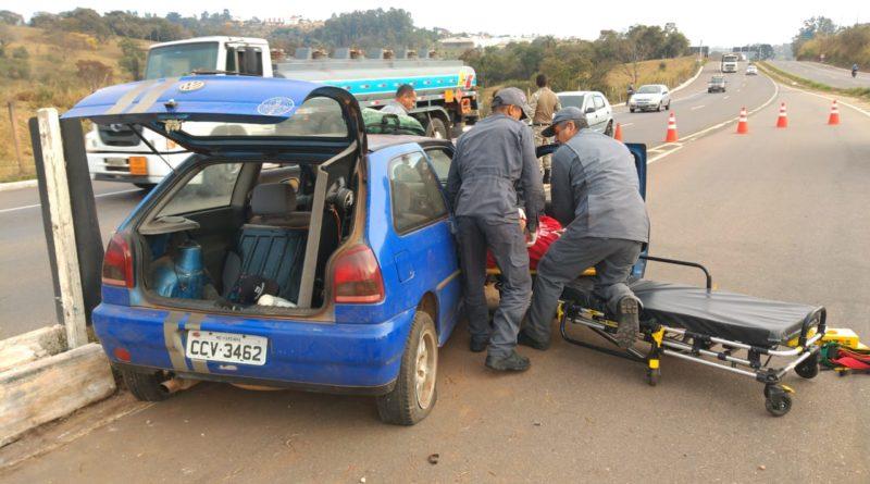 Homem fica levemente ferido em acidente na Avenida do Contorno