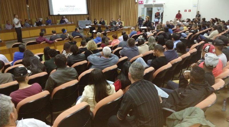 Câmara de Três Corações fica lotada em debate sobre o Rio Verde