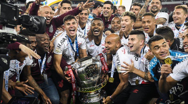 Athletico se agiganta no Beira-Rio, consolida time copeiro e ganha o quarto título com Tiago Nunes