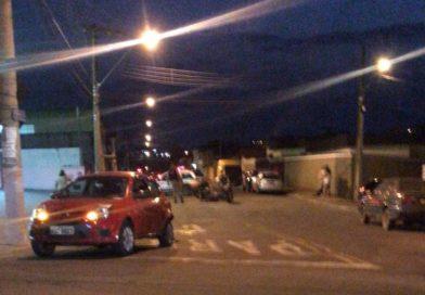 Dupla tenta fugir da PM no Sion e acaba se envolvendo em acidente no Santana