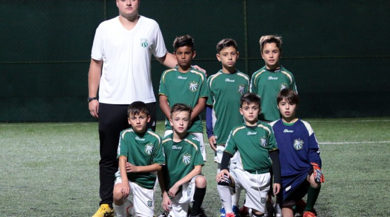 Jogadores de 9 a 13 anos da Caldense viajam para disputa de Torneio Internacional de Futebol Society no Uruguai