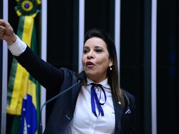 Deputada Raquel Muniz (PSD-MG) citou o marido em voto sobre o processo de impeachment na Câmara (Foto: Nilson Bastian/ Câmara dos Deputados)