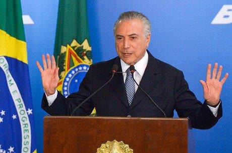 Presidente interino Michel Temer já indicou que vai vetar reajuste a ministros do Supremo e a criação de 14 mil cargos públicos