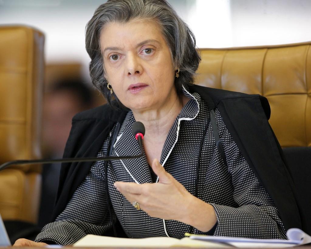 Deputados aprovaram possibilidade de punição a juízes e promotores.
