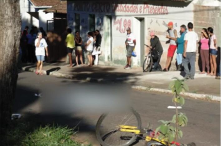 O ciclista seguia para casa da irmã, quando, ao atravessar a Avenida Barão de Boa Esperança, foi atingido por um carro