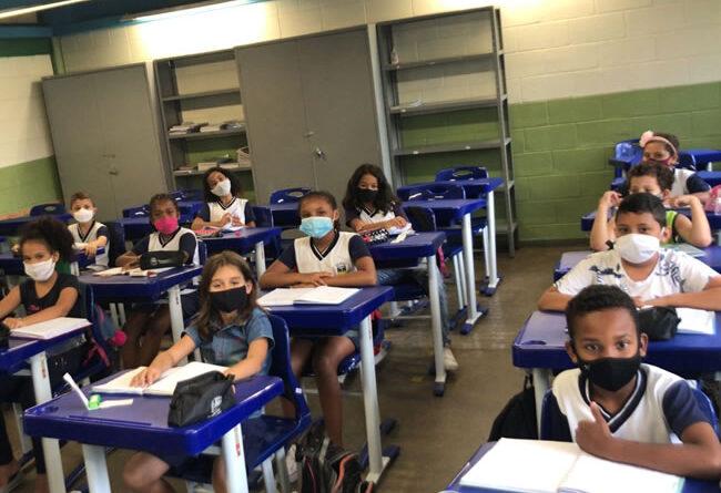 Novo protocolo sanitário de Varginha autoriza aulas 100% presenciais em todo ensino na cidade