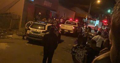 Condutor é agredido e tem carro depredado após atropelar 15 pessoas em Boa Esperança